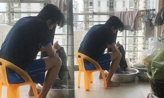 ศรราม โพสต์ภาพนั่งซักผ้า งานหลักทำให้แม่