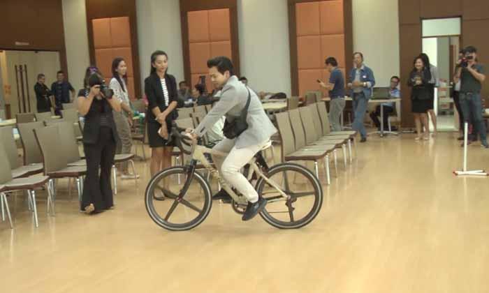 คันแรกของโลก! วิศวะ มข. เจ๋ง เปิดตัวจักรยานผ้าไหม นน.เบา-แข็งแรงเทียบเท่าคาร์บอนไฟเบอร์