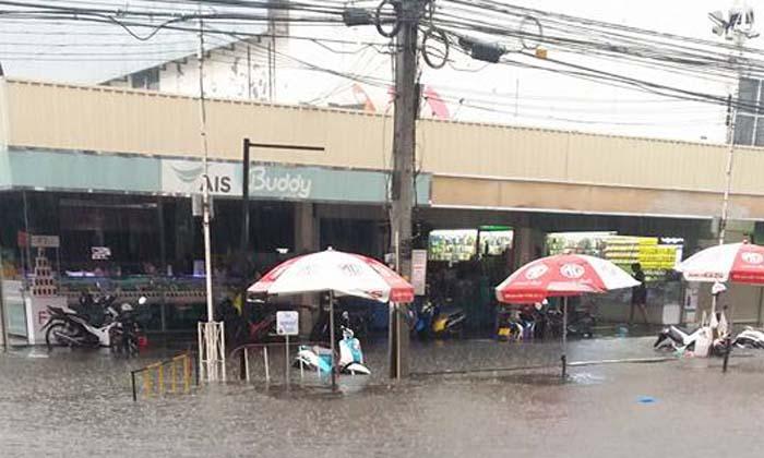 เมืองโคราชจมบาดาล หลังฝนตกหนักแค่ 1 ชั่วโมงเศษ