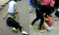 คลิปฉาว! นักเรียนสาวลำปางรุมตบกลางถนน