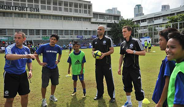 """ซัมซุงจับมือเชลซี ทีมบอลระดับโลก เปิดคลินิกฟุตบอล""""ซัมซุง – เชลซี เอฟซี ยูธ ฟุตบอล แคมป์"""" ให้เด็กไทยเรียนรู้ทักษะกีฬาลูกหนังจากมืออาชีพ"""