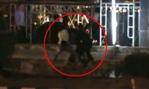 ว่อนเน็ต คลิปตำรวจเตะขาผู้หญิงล้มทั้งยืน
