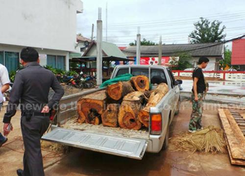 ตร.เดชอุดมยึดกระบะขนไม้พะยูง6ท่อน