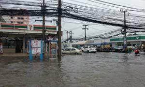 ฝนกระหน่ำทั่วกรุง ส่งผลน้ำท่วมขังหลายจุด