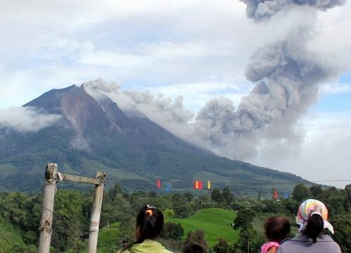 อินโดเตือนภัยสูงสุดภูเขาไฟปะทุ8ครั้งติด