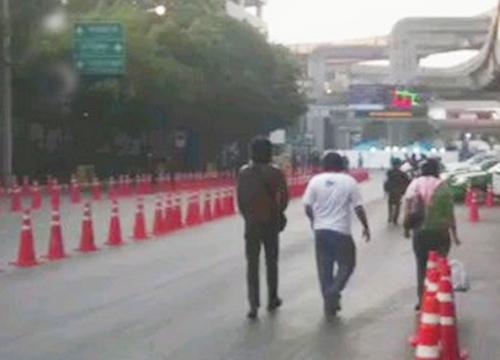 สะพานช้างโรงสี-วัดราชบพิธยังปิดการจราจร