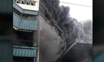 ไฟไหม้โรงงานนิคมบางชัน เพลิงลุกลามหนัก-อาคารทรุด