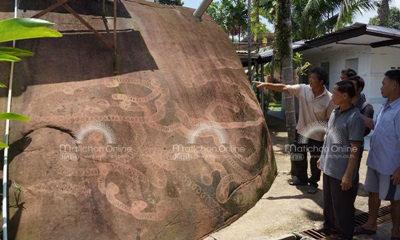 ฮือฮา! ชาวบ้านตื่นดูรอยพญานาคโผล่ก้อนหินใหญ่ในวัดที่บึงกาฬ