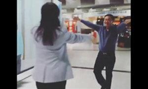 ชมคลิป วินาที ทักษิณ โผกอด ยิ่งลักษณ์ ที่สนามบินกลางกรุงปารีส