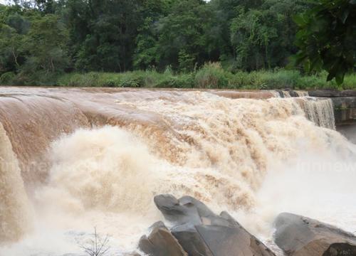 น้ำตกแก่งโสภา ประกาศห้ามนักท่องเที่ยวลงเล่นน้ำแล้ว หลังฝนหนัก น้ำในลำน้ำเข็กเพิ่มสูงรวดเร็ว