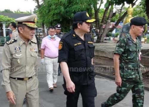 ทหารสุรินทร์ค้นคุกกันการโยนมือถือให้นักโทษ