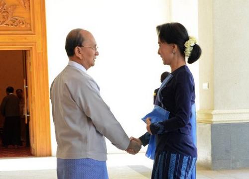 ผู้นำพม่าเจรจาฝ่ายค้านพร้อมกองทัพก่อนประชุมอาเซียน
