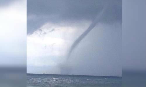 ฮือฮา! เกิดพายุงวงช้างกลางทะเล ใกล้เกาะเต่า