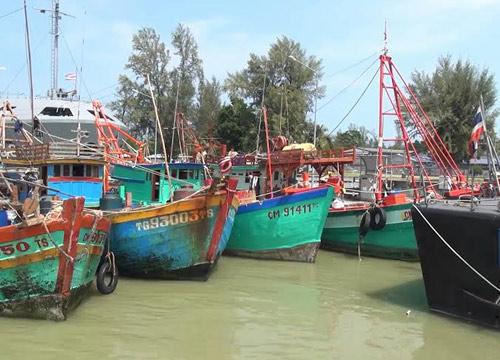 ทัพเรือภาคที่2จับกุมเรือประมงเวียดนามได้อีก4ลำ