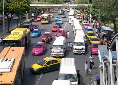 จราจรถนนบรมราชชนนีรถมากเคลื่อนตัวช้า
