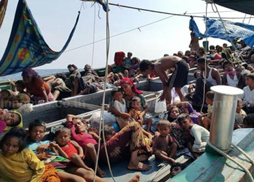 ประมงอินโดนีเซีย ช่วยเหลือผู้อพยพ 426 คน อย่างปลอดภัย