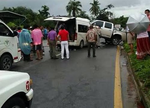 รถตู้ทหารชนกระบะสุราษฎร์-จนท.เสียชีวิต 5 นาย