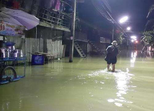 น้ำทะลักท่วมชุมชนตลาดเก่ากบินทร์กลางดึก