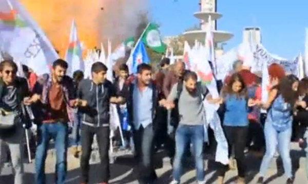 ระเบิดกลางตุรกีขณะนักกิจกรรมทำแคมเปญเพื่อสันติ ดับ 30 บาดเจ็บทะลุร้อย