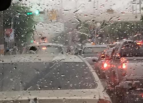 กทม.ฝนตกหนักหลายพื้นที่พบน้ำท่วมขัง