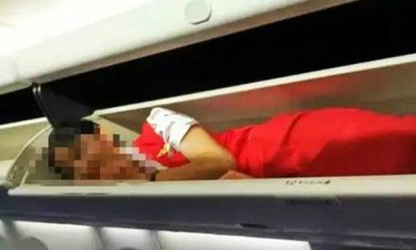 ว่อนเน็ต! สายการบินจีนรับน้องใหม่ สั่งแอร์โฮสเตสนอนในช่องเก็บสัมภาระ
