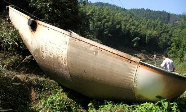 คนจีนผวาเสียงตู้มสนั่น พบเศษชิ้นส่วนยักษ์ นึกว่าเครื่องบินตก
