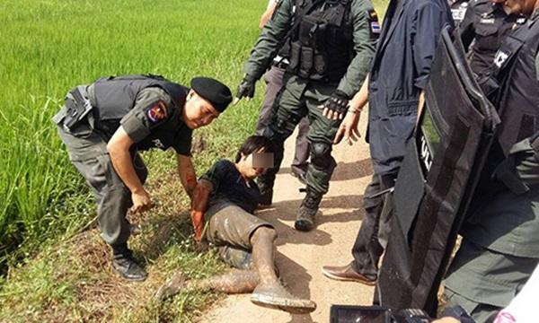 หนุ่มปทุมฯ คลั่งยิงพี่สาว-ญาติดับคาบ้าน 2 ราย