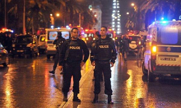 """ระเบิด! รถบัสทีมอารักขา """"ประธานาธิบดีตูนิเซีย"""" ดับ 12 ราย ประกาศภาวะฉุกเฉินแล้ว"""