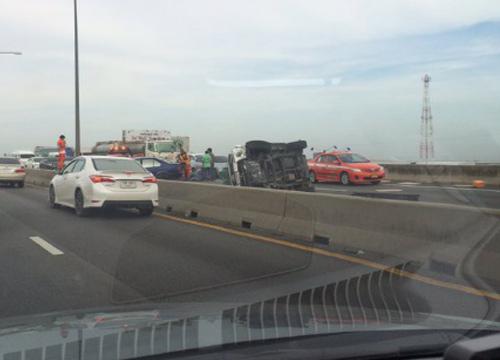BMWซิ่งชนกระบะด่วนบูรพาวิถีพลิกคว่ำเจ็บ7