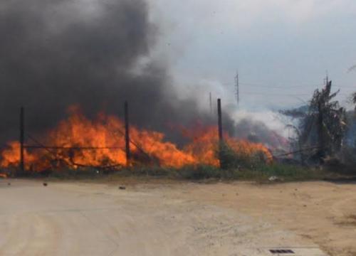 ไฟไหม้ร้านขายของเก่าชลบุรีคาดเผาหญ้า