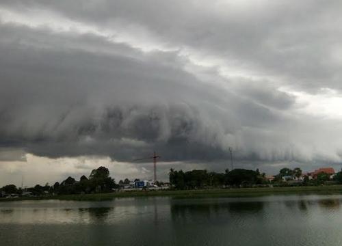 เพจดังเมืองอุบลฯแห่แชร์ภาพปรากฏการณ์เมฆอาร์คัส