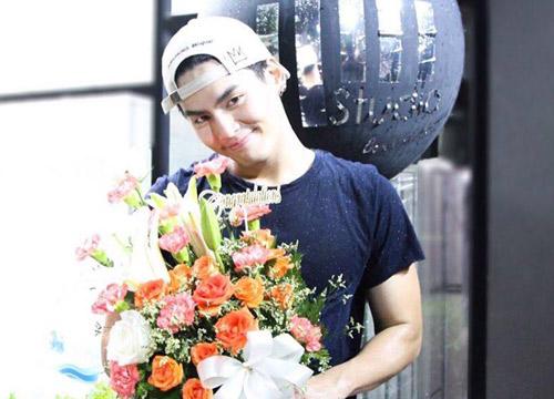 ฮั่นTSดีใจไอซ์หอมดอกไม้ยินดีเปิดสตูดิโอโวรักแฮปปี้
