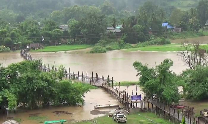 แม่ฮ่องสอนฝนตกหนัก น้ำท่วมสะพานซูตองเป้