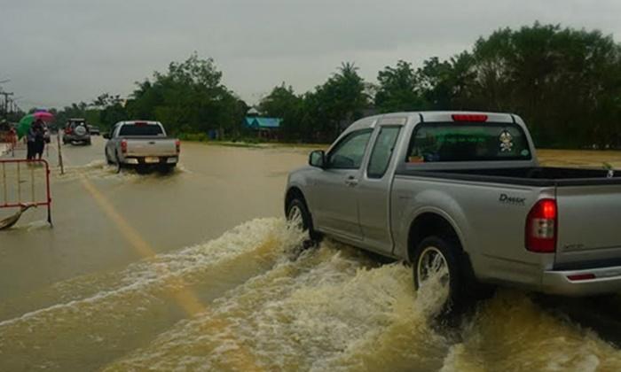 พัทลุงน้ำป่าหลากท่วมกำลังเพิ่มระดับ หลังฝนหนัก