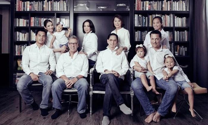 เปิดภาพครอบครัว