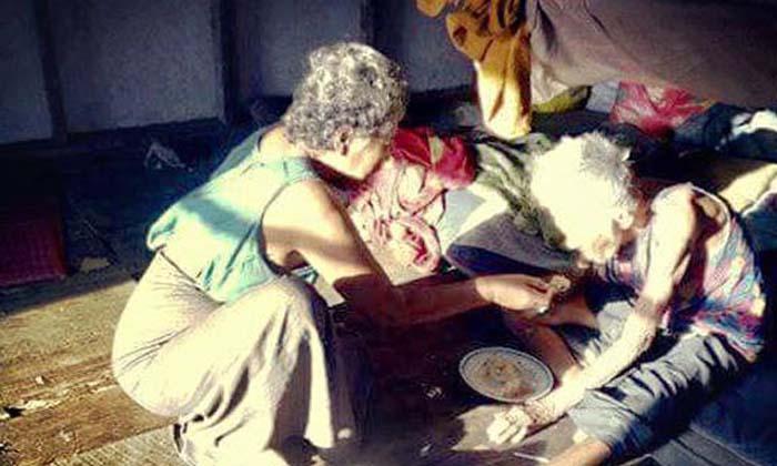 สะเทือนใจ! แม่ 83 ตาบอดสนิทอยู่กับลูกสาววัย 65 สติไม่ดี ซ้ำถูกข่มขืนหลายครั้งจนตั้งท้อง