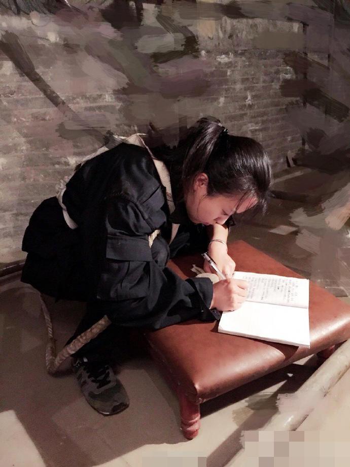 จิตรกรสาวจีน