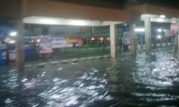 ฝนถล่มกรุง เกิดน้ำท่วมขังหลายพื้นที่
