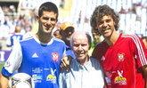 """ดูลีลา """"ยอโควิช"""" เทนนิสมือ 1 โลกเตะบอลในบราซิล """"เบเบโต้"""" ชมเล่นดี (ชมคลิป)"""