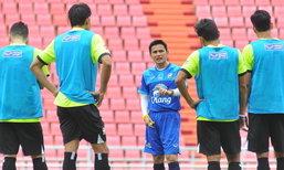 """ซ้อมเข้ม! """"บิ๊กอ๊อด"""" กระตุ้นแข้งไทยสู้เต็มที่ ศึกฟุตบอลถ้วยคิงส์คัพ"""
