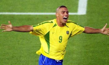 """""""โรนัลโด้"""" เผยทำไมต้อง """"ตัดผมสุดแนว"""" ในศึกบอลโลก 2002"""