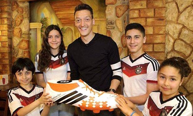 พ่อพระ!โอซิลใจบุญช่วยเด็กป่วย11คนในบราซิล