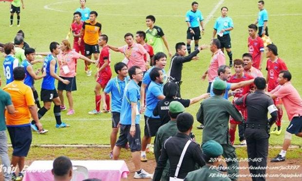 มะเร็งบอลไทยสุดถ่อยแข้ง ปราจีนบุรี เถื่อนจงใจถีบคู่แข่ง+คลิป