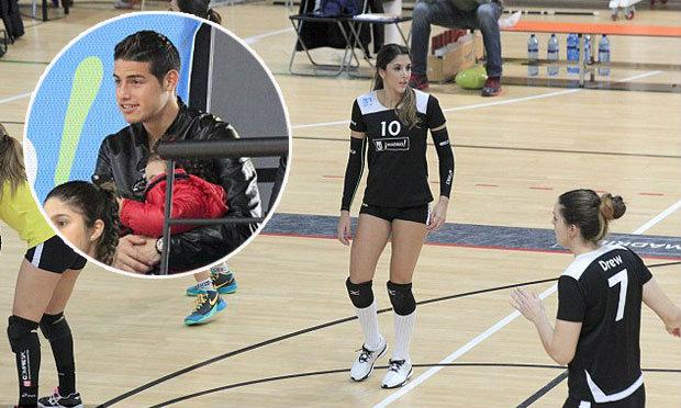 """ฉันเตะ-เธอตบ! """"ฮาเมส"""" จูงลูกสาวดูเมียแข่งวอลเล่ย์บอลลีก"""