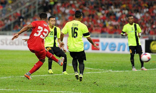"""""""ไอบ์"""" ยิงสวย! หงส์ลิ้นห้อยเจ๊ามาเลเซีย XI 1-1 (คลิป)"""