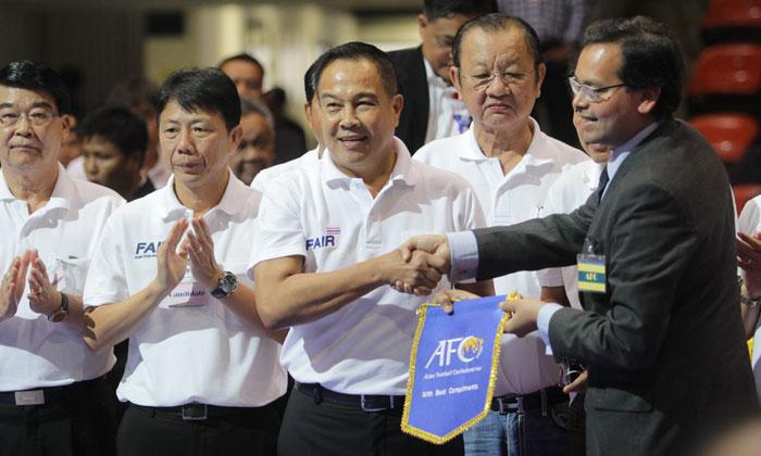 """""""บิ๊กอ๊อด"""" คำราม! ทำตามนโยบาย 5 แฟร์-โละบอร์ดทีพีแอล เดินหน้าสร้างความสุขให้แฟนบอลไทย"""