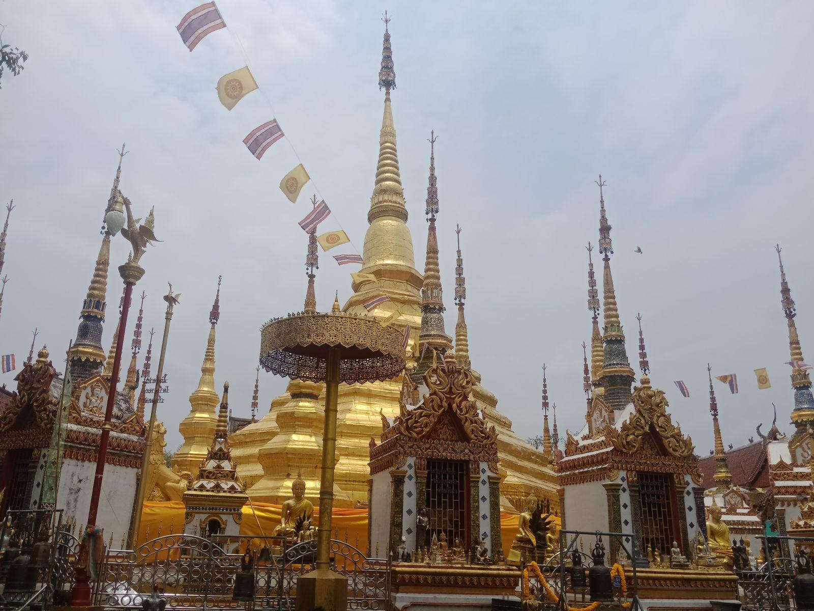 พระบรมธาตุบ้านตาก สร้างจำลองจากเจดีย์ชเวดากอง ประเทศพม่า