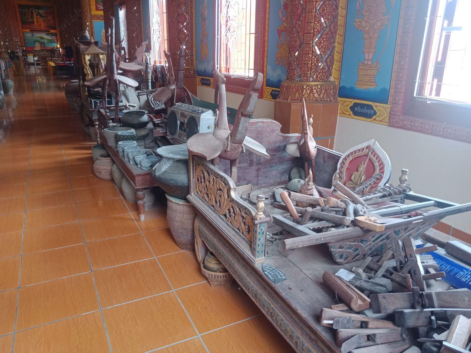 ของโบราณหาชมยากภายในพิภิธภัณฑ์วัดพระบรมธาตุ