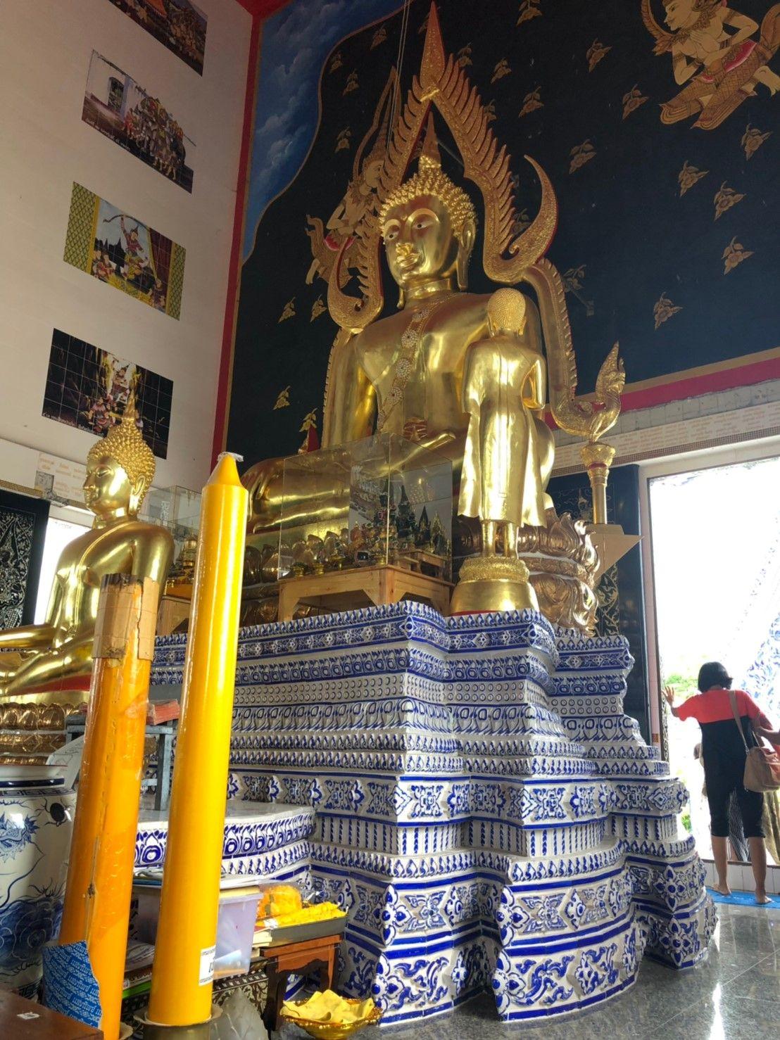 พระประธานในพระอุโบสถ พระพุทธชินราช (จำลอง)