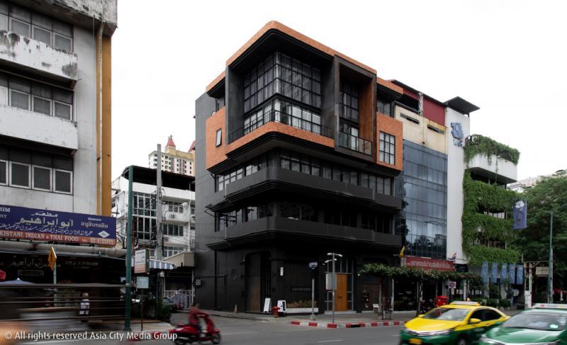ตึกดำ พื้นที่ใหม่ย่านประดิพัทธ์ที่รวมคาเฟ่และร้านกระเป๋าให้เรารู้สึกสดใสไปไกลกว่าสีตึก